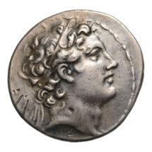 IV. Antiochosz tetradrachmája