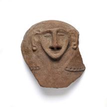 Egyiptomi szarkofágfedél töredéke