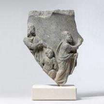 Domborműves kratér töredéke Izsák feláldozásának jelenetével
