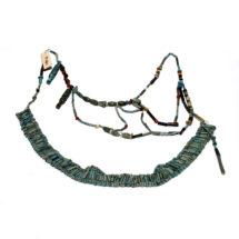 Gyöngyökből fűzött melldísz (uszekh-gallér) töredéke
