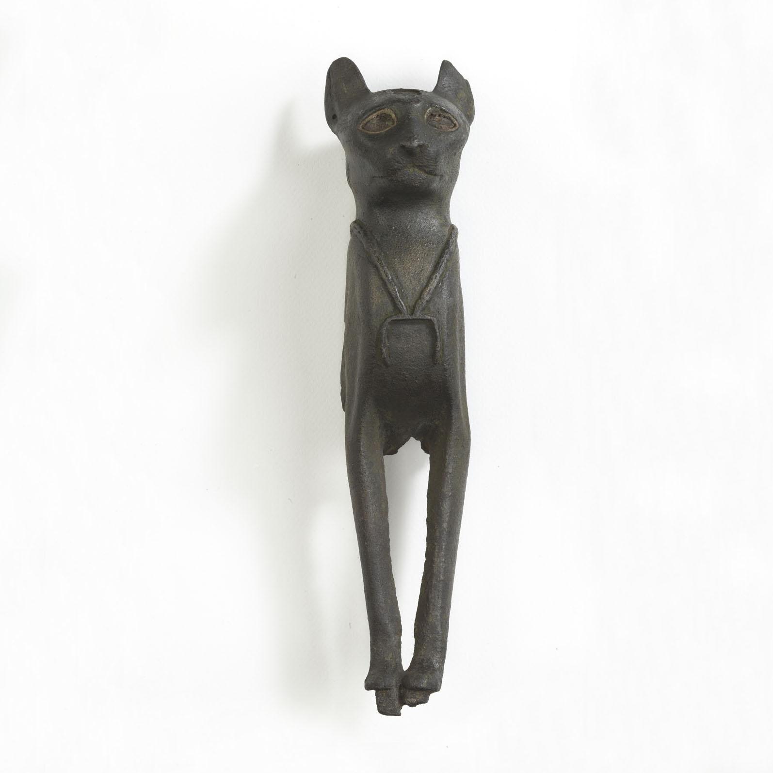 Macska szobrának töredéke